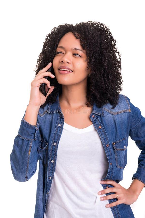 Αφρικανική γυναίκα στο τηλέφωνο στοκ φωτογραφία με δικαίωμα ελεύθερης χρήσης