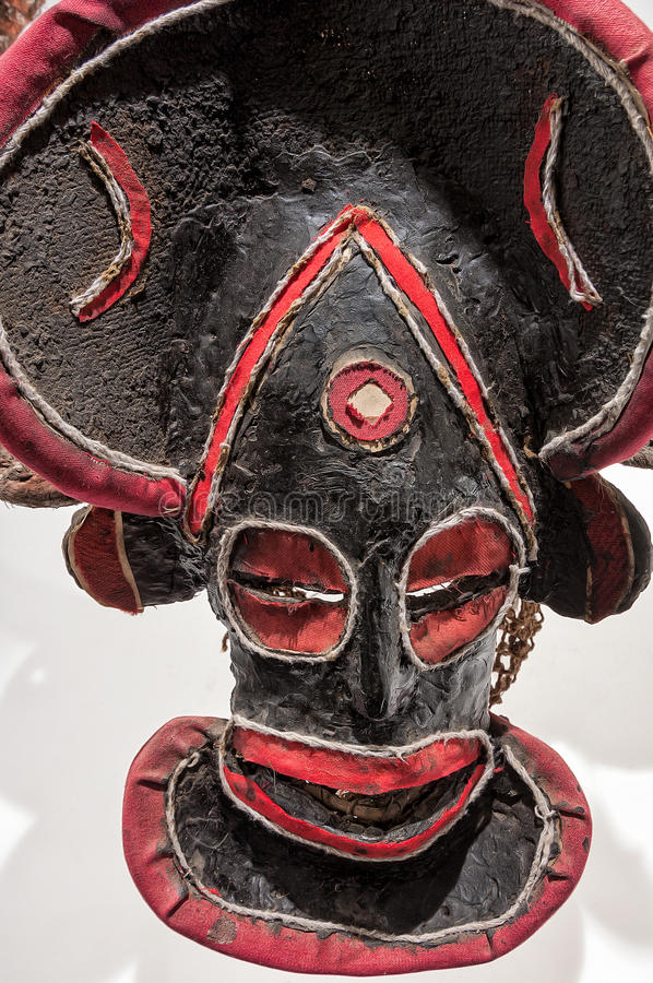 Αφρικανική μάσκα του υφάσματος, παραδοσιακός, που απομονώνεται στοκ φωτογραφίες