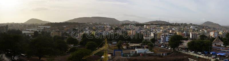 Αφρικανική πόλη Praia, κεφάλαιο Πράσινου Ακρωτηρίου, μητροπολιτικό τοπίο νησιών του Σαντιάγο στοκ φωτογραφία με δικαίωμα ελεύθερης χρήσης