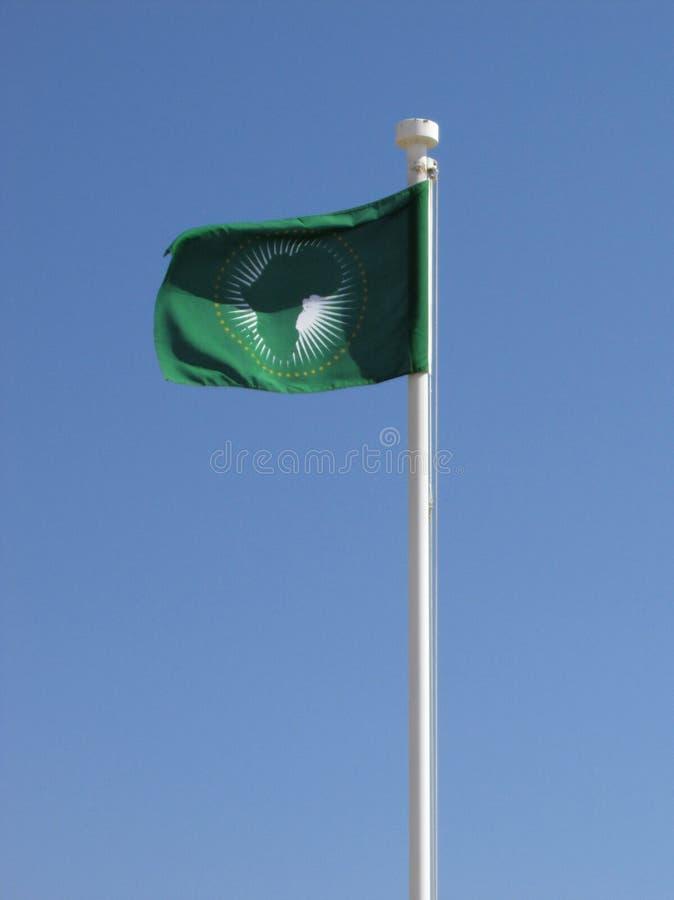 Αφρικανική σημαία ένωσης στο κοντάρι σημαίας που φυσά στον αέρα στοκ φωτογραφίες με δικαίωμα ελεύθερης χρήσης