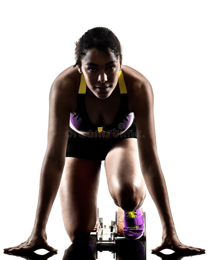 Αφρικανικός δρομέας που τρέχει sprinter τρέχοντας γρήγορα απομονωμένο το γυναίκα άσπρο β στοκ εικόνα με δικαίωμα ελεύθερης χρήσης