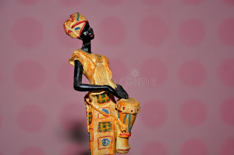 Αφρικανικό άγαλμα γυναικών στοκ εικόνα με δικαίωμα ελεύθερης χρήσης