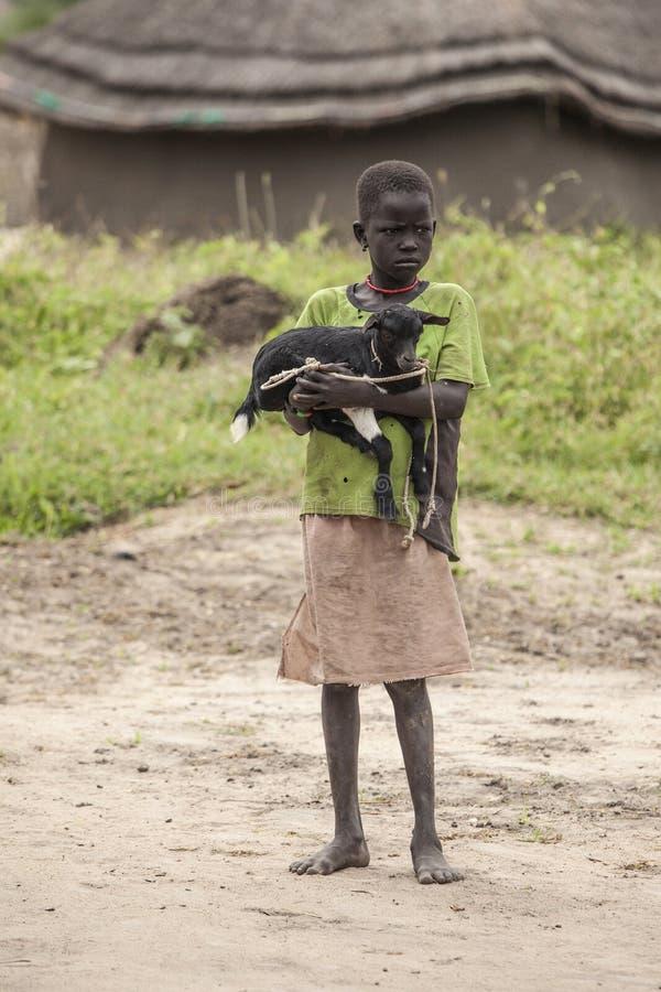 Αφρικανικό παιδί με την αίγα στοκ φωτογραφία με δικαίωμα ελεύθερης χρήσης