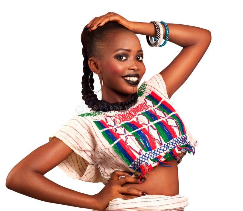 Αφρικανικό παραδοσιακό φόρεμα ομορφιάς στοκ φωτογραφίες