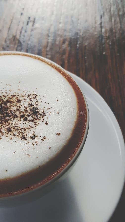 αφρός γάλακτος καφέ cappuccino κινηματογραφήσεων σε πρώτο πλάνο στοκ εικόνα με δικαίωμα ελεύθερης χρήσης