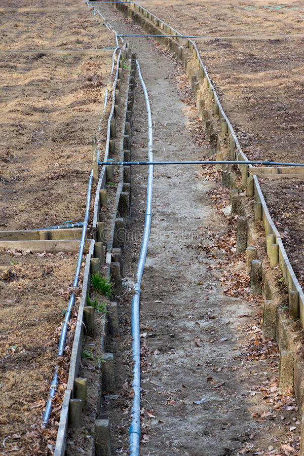 Αχρησιμοποίητο σύστημα σωλήνων ποτίσματος καλλιέργειας στοκ φωτογραφία με δικαίωμα ελεύθερης χρήσης