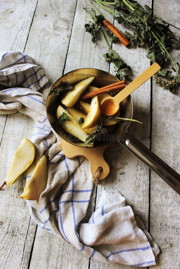 Αχλάδια και μέλι στοκ φωτογραφία με δικαίωμα ελεύθερης χρήσης