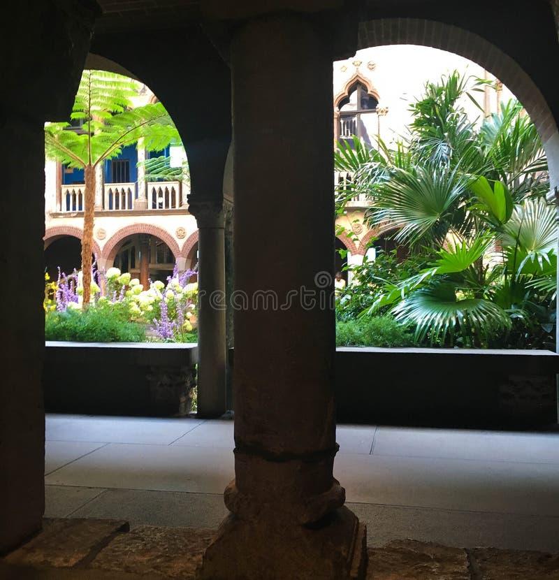 Αψίδα που οδηγεί στο ενετικό παλάτι στοκ εικόνες με δικαίωμα ελεύθερης χρήσης
