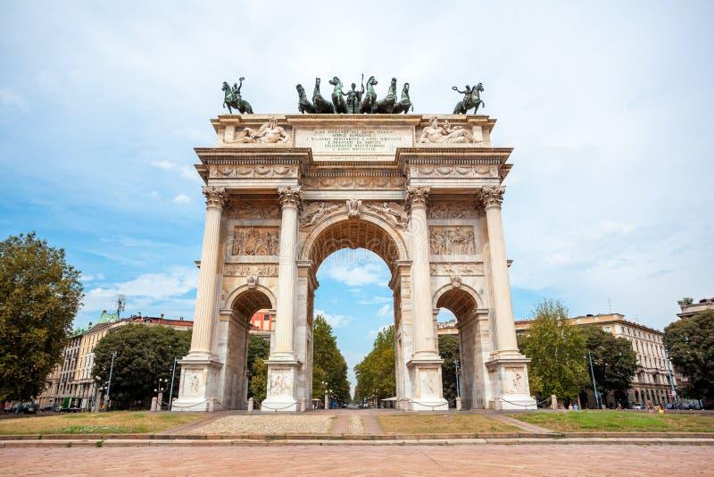 Αψίδα της ειρήνης, ή Arco ρυθμός della, πύλη πόλεων στο κέντρο της παλαιάς κωμόπολης του Μιλάνου στοκ φωτογραφία με δικαίωμα ελεύθερης χρήσης