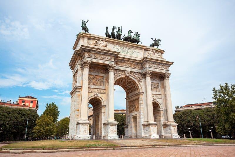 Αψίδα της ειρήνης, ή Arco ρυθμός della, πύλη πόλεων στο κέντρο της παλαιάς κωμόπολης του Μιλάνου στοκ εικόνες με δικαίωμα ελεύθερης χρήσης