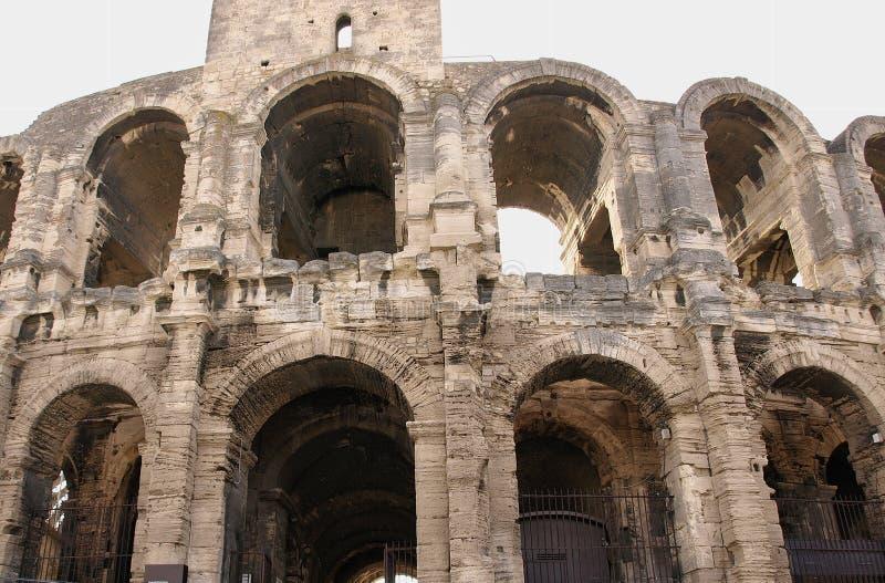 Αψίδες της εξωτερικής δομής του ρωμαϊκού αμφιθεάτρου σε Arles, Γαλλία στοκ φωτογραφίες με δικαίωμα ελεύθερης χρήσης