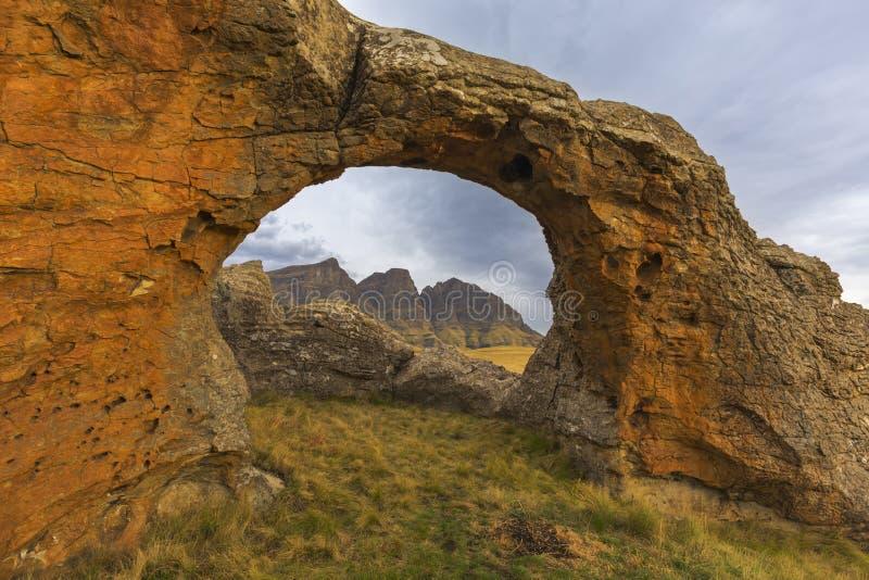 Αψίδα βράχου σε Sehlabathebe στοκ φωτογραφίες