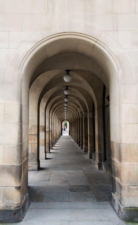 Αψίδα με τις στήλες αψίδων στοκ φωτογραφία με δικαίωμα ελεύθερης χρήσης