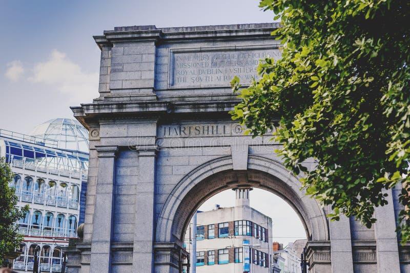Αψίδα στην είσοδο του πάρκου του ST Stephen ` s και των αγορών centr στοκ φωτογραφία με δικαίωμα ελεύθερης χρήσης