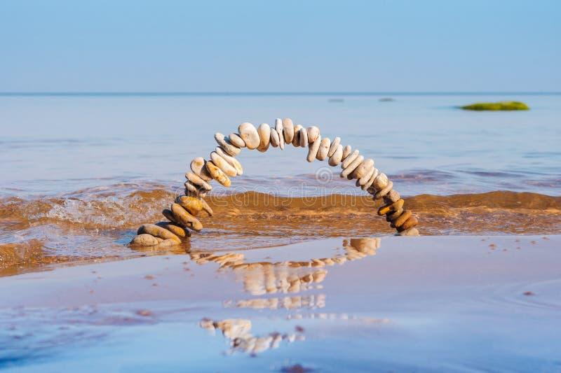 Αψίδα στην υγρή άμμο στοκ εικόνες