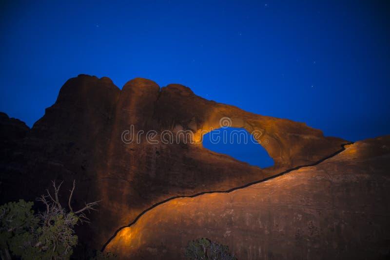 Αψίδα τη νύχτα Moab Γιούτα οριζόντων στοκ φωτογραφίες
