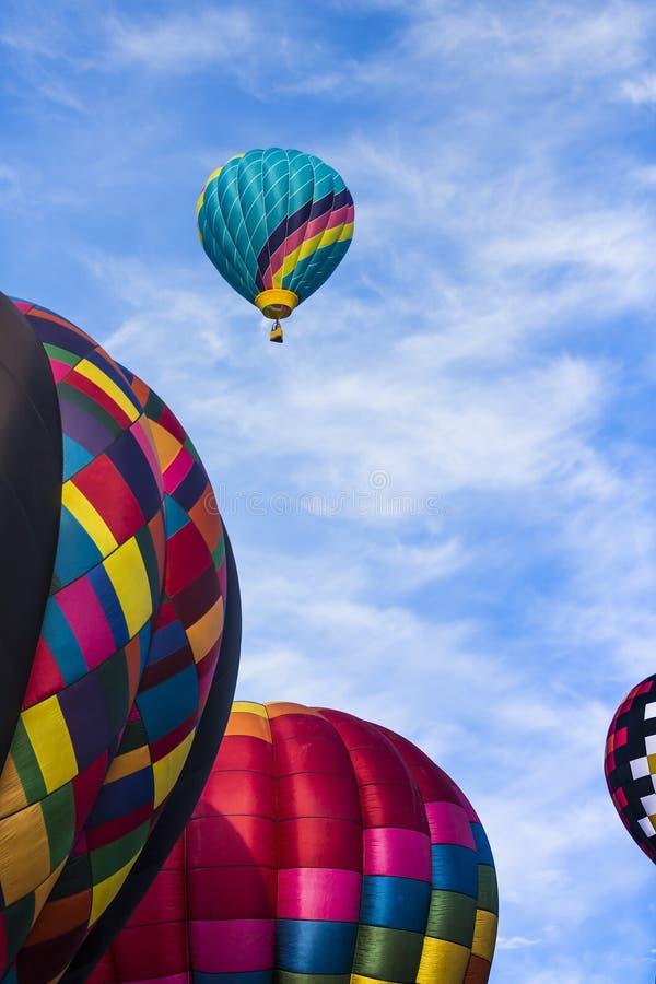 Αύξηση μπαλονιών αέρα στοκ φωτογραφία με δικαίωμα ελεύθερης χρήσης