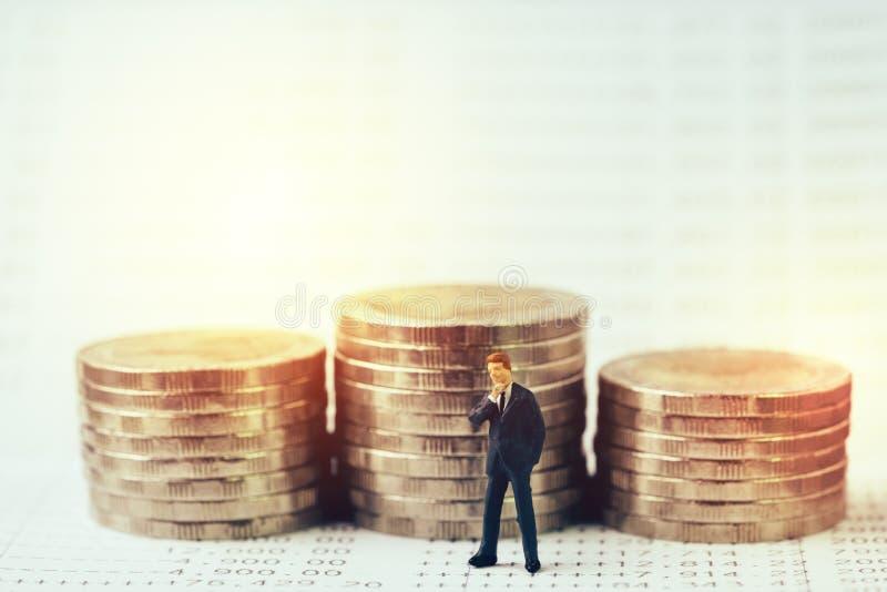 Αύξηση της επένδυσης, ένωση ενδιαφέροντος στην έννοια αποταμίευσης, μίνι στοκ φωτογραφίες με δικαίωμα ελεύθερης χρήσης