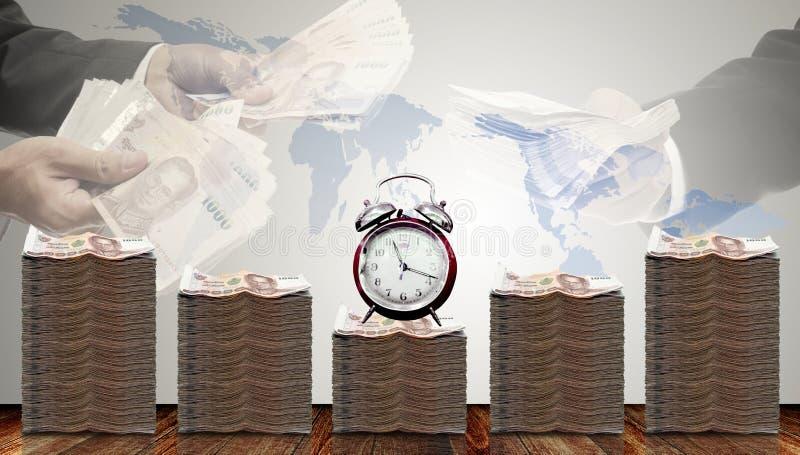 Αύξηση χρημάτων μετρητών με το χρόνο και το δάνειο προσφοράς επιχειρηματιών στοκ φωτογραφία με δικαίωμα ελεύθερης χρήσης