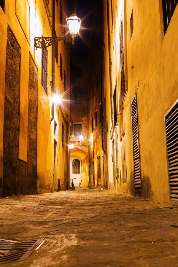 Αλέα στην παλαιά πόλη της Φλωρεντίας στοκ εικόνα