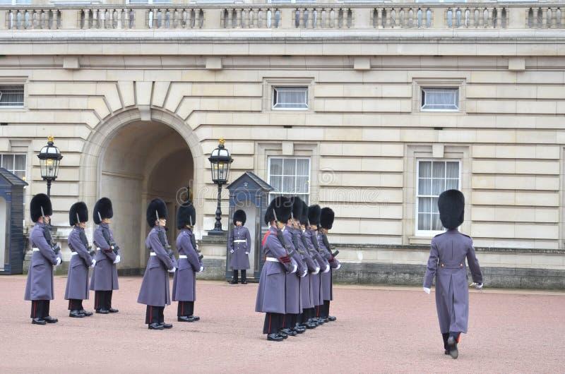 Αλλαγή της φρουράς στο Buckingham Palace στοκ εικόνα