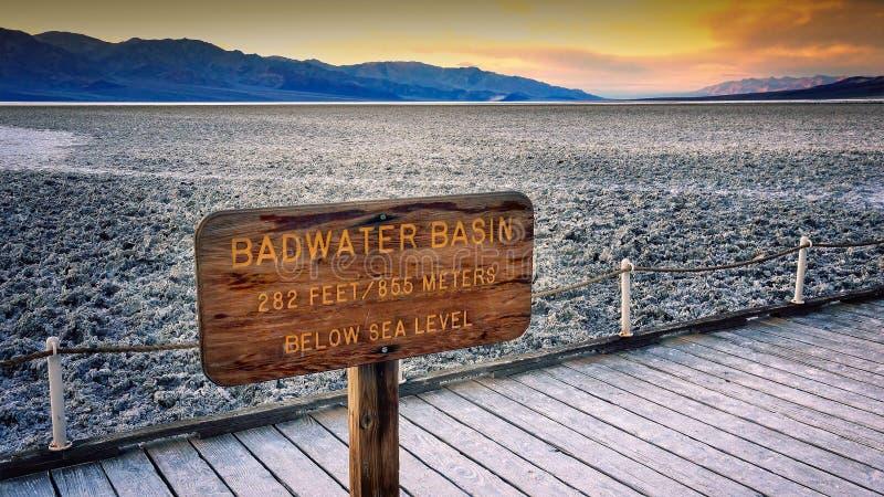Αλατισμένα επίπεδα στη λεκάνη Badwater στην κοιλάδα θανάτου στοκ φωτογραφία