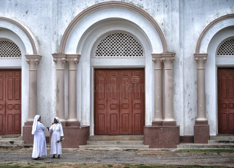 Αδελφές στον καθεδρικό ναό Jaffna του ST Mary στοκ φωτογραφία με δικαίωμα ελεύθερης χρήσης