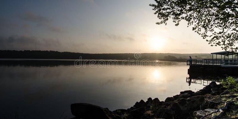 Αλιεία λιμνών πρωινού στοκ εικόνες με δικαίωμα ελεύθερης χρήσης