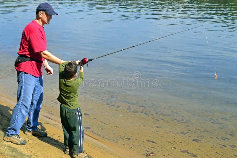 Αλιεία πατέρων και γιων στοκ φωτογραφία
