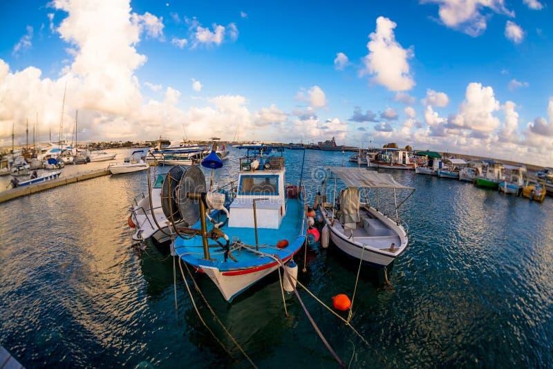 Αλιευτικά σκάφη που δένονται σε ένα λιμάνι της Πάφος Κύπρος στοκ εικόνα με δικαίωμα ελεύθερης χρήσης