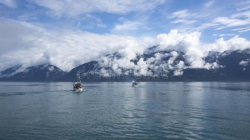 Αλιευτικά σκάφος σολομών στη νοτιοανατολική Αλάσκα στοκ εικόνες