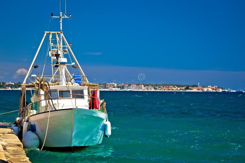 Αλιευτικό σκάφος και άποψη moru NA Biograd στοκ εικόνες με δικαίωμα ελεύθερης χρήσης