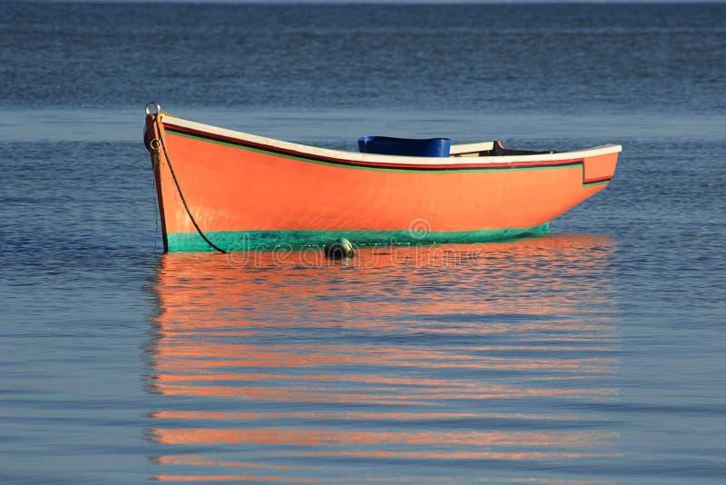 Αλιευτικό σκάφος και αντανάκλαση στοκ εικόνες με δικαίωμα ελεύθερης χρήσης