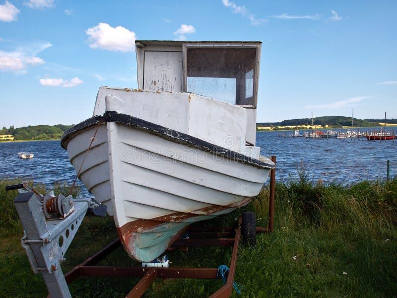 Αλιευτικό σκάφος στην παραλία Δανία στοκ φωτογραφία με δικαίωμα ελεύθερης χρήσης