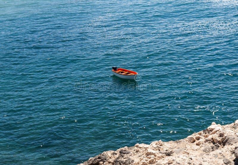 Αλιευτικό σκάφος στην παραλία Caleta Negra σε Ajuy, Fuerteventura στοκ φωτογραφίες με δικαίωμα ελεύθερης χρήσης