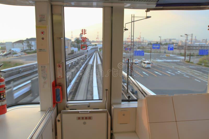 α μέσα στο ιαπωνικό σαφές τραίνο στην Ιαπωνία για το πίσω έδαφος στοκ φωτογραφίες