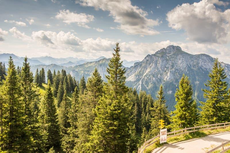 Αλπική θέα βουνού στοκ φωτογραφία με δικαίωμα ελεύθερης χρήσης