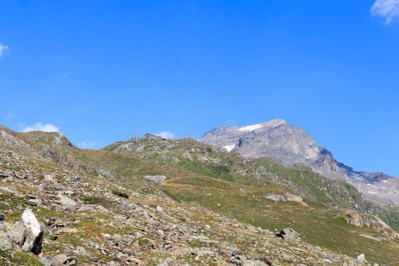Αλπική καλύβα Badener Hutte και βουνό Kristallwand, Άλπεις Hohe Tauern, Αυστρία στοκ εικόνες με δικαίωμα ελεύθερης χρήσης