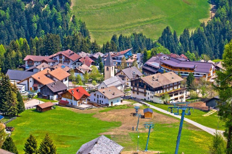 Αλπικό χωριό Antermoia σε Val Badia στοκ φωτογραφία