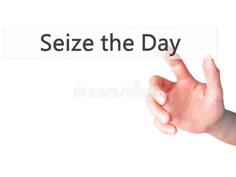 Αδράξτε την ημέρα - κουμπί συμπίεσης χεριών επιχειρηματιών στην αφή scre στοκ εικόνες