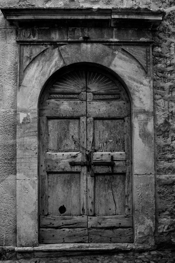 αλυσοδεμένη πόρτα στοκ φωτογραφίες