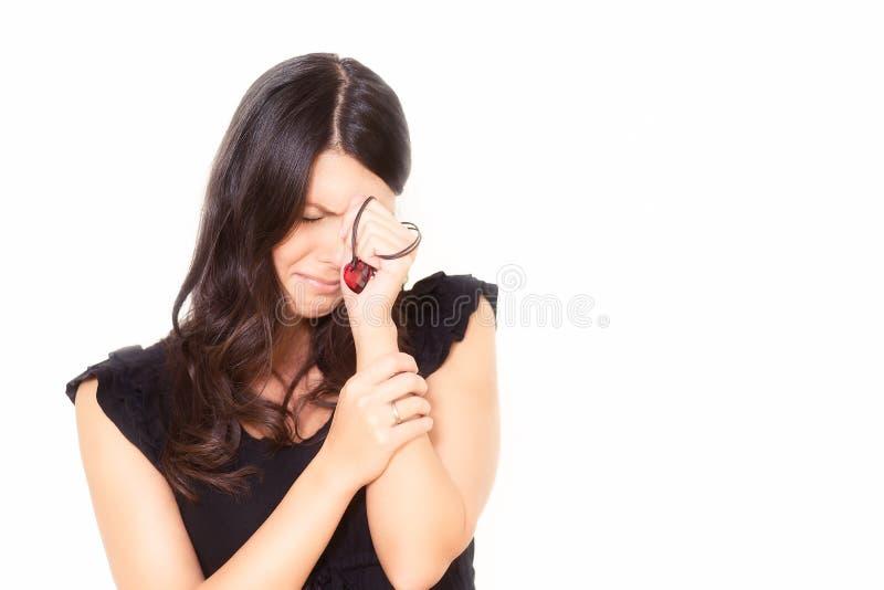 Αλλόφρων δακρυσμένη νέα γυναίκα στοκ φωτογραφία με δικαίωμα ελεύθερης χρήσης