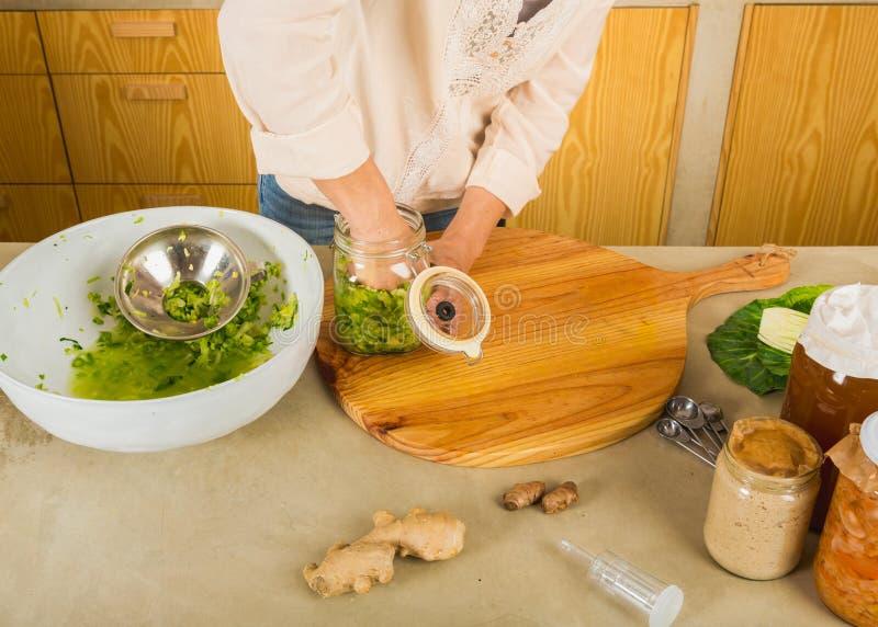 Βάζα του kimchi στοκ φωτογραφία με δικαίωμα ελεύθερης χρήσης