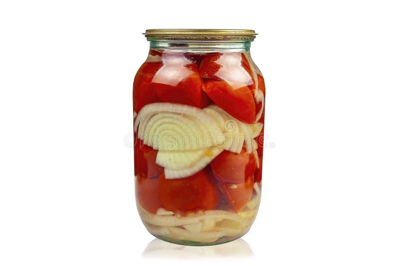 Βάζο γυαλιού με τις κατ' οίκον κονσερβοποιημένες ντομάτες στο άσπρο υπόβαθρο στοκ φωτογραφία με δικαίωμα ελεύθερης χρήσης