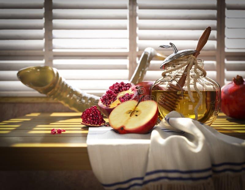 Βάζο μελιού με τα μήλα και ρόδι για Rosh Hashana στοκ φωτογραφία με δικαίωμα ελεύθερης χρήσης