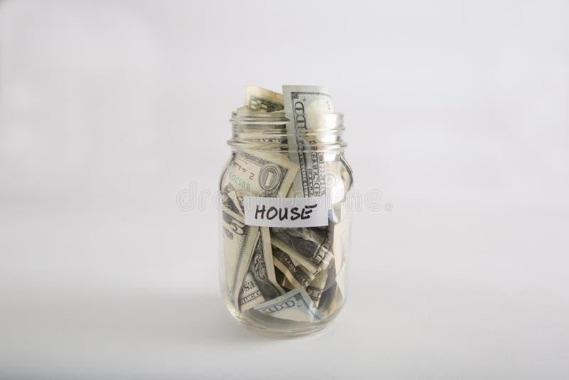 Βάζο του Mason με τα χρήματα για το σπίτι στοκ εικόνα με δικαίωμα ελεύθερης χρήσης