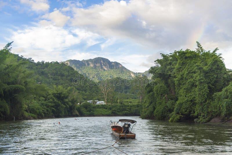Βάρκα έλξης για τον ποταμό στοκ φωτογραφίες