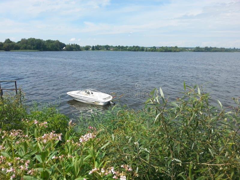 βάρκα απομονωμένη στοκ φωτογραφίες