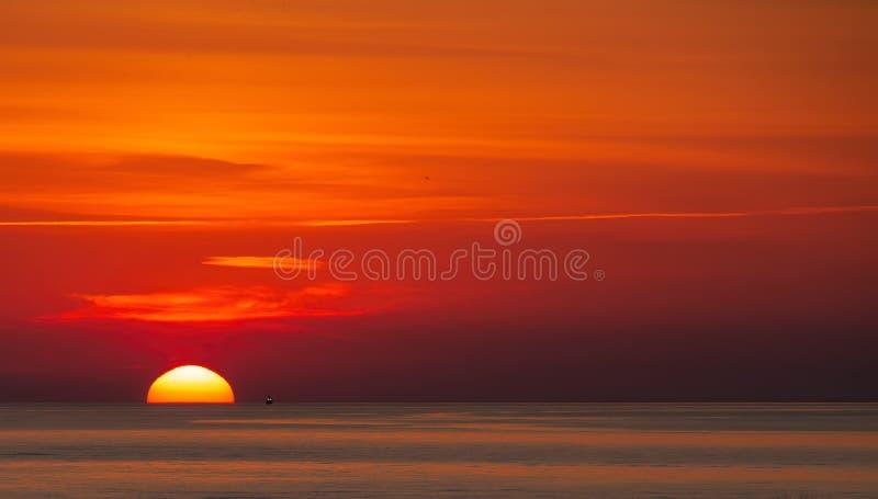 Βάρκα γαρίδων ξημερωμάτων στοκ φωτογραφία με δικαίωμα ελεύθερης χρήσης