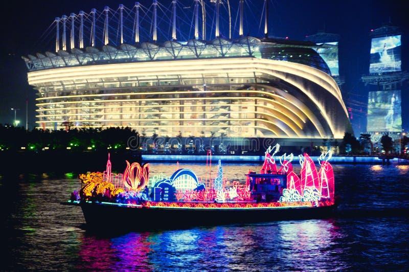 Βάρκα δράκων σε Guangzhou Κίνα στοκ φωτογραφίες